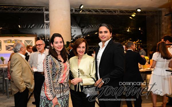 Lidia de Lora, Zulita Corona Abinader y Carlos Lora